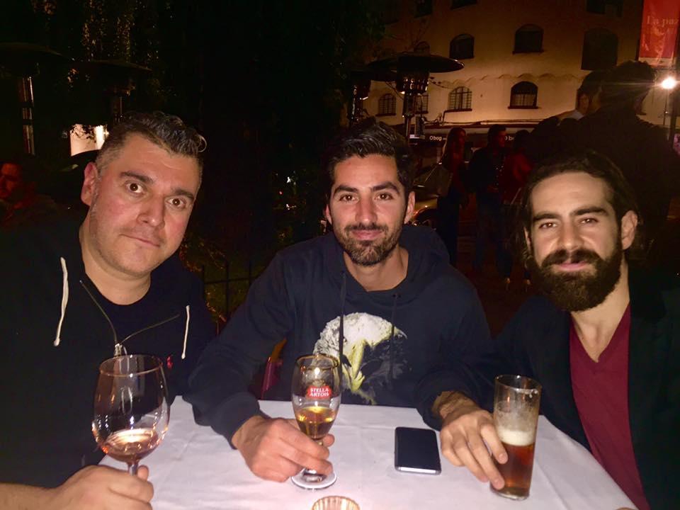 Integrantes de Pxndx en el estudio con Rojo Treviño