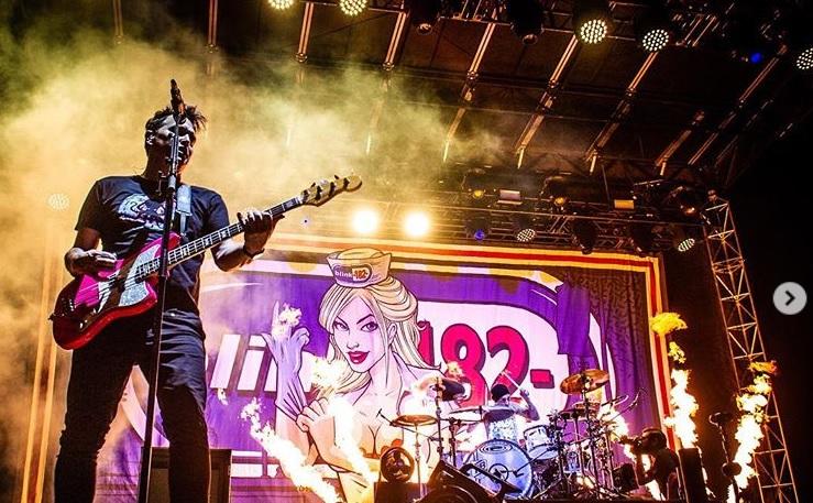 """Blink 182 celebró el 20 aniversario de """"Enema Of The State"""" en Back To The Beach"""