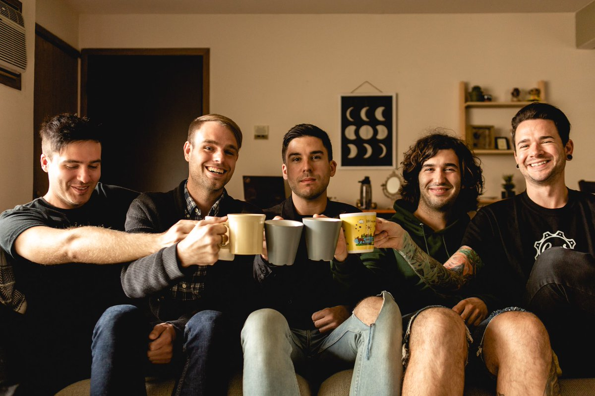 "Real Friends ha lanzado una versión acústica de ""From The Outside"""