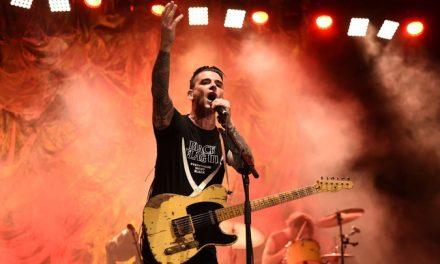 Dashboard Confessional lanza nuevas versiones de sus canciones en un triple LP