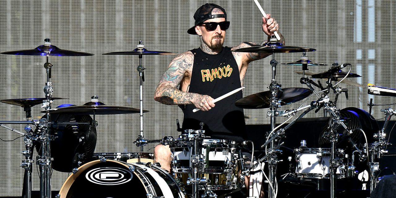 Travis Barker lanza remix a una canción de los raperos Lil Peep y XXXTENTACION