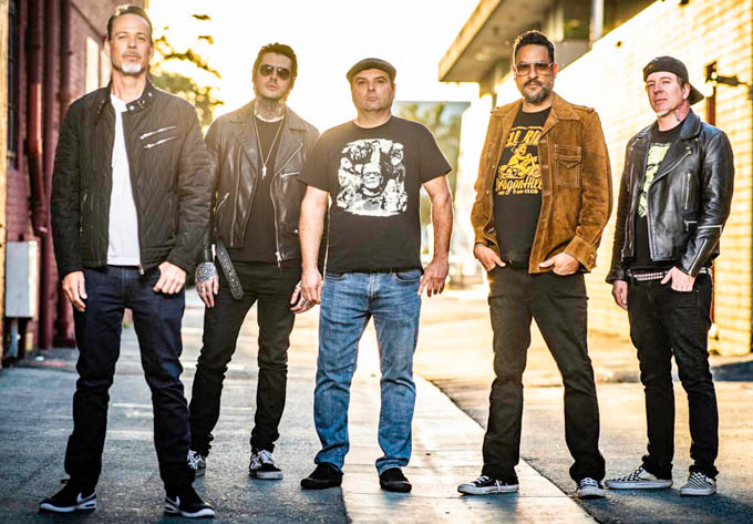 "Strung Out estrena nuevo sencillo titulado ""Under The Western Sky"""