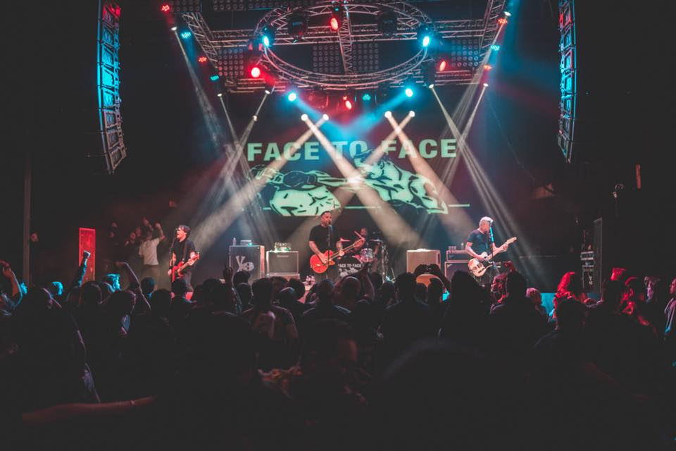"Face To Face ha anunciado un disco en vivo como parte de la serie ""Live In A Dive"" de Fat Wreck Chords"