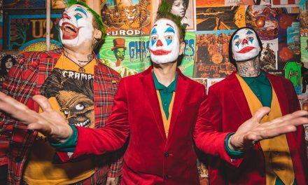 Blink 182 se disfraza de Joker durante presentación en Los Angeles