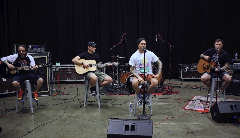 "New Found Glory comparte versión acústica de su canción ""Don't Let Her Pull You Down"""