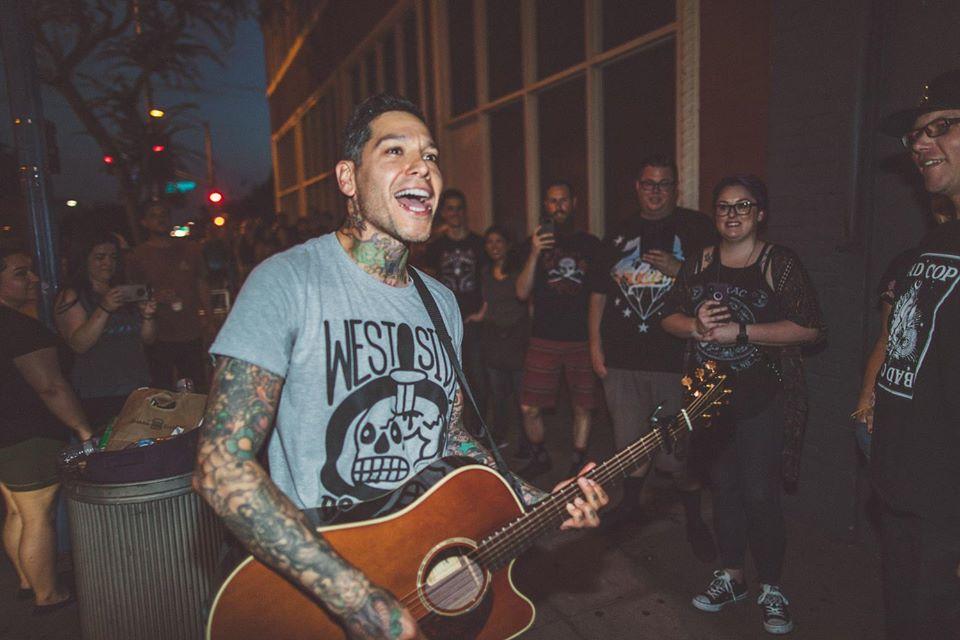 Mike Herrera lanza disco acústico en vivo