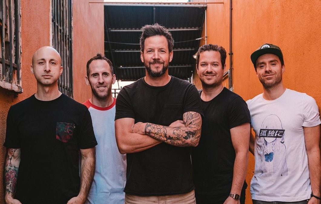 Simple Plan anuncia la salida de su bajista tras denuncias por acoso sexual