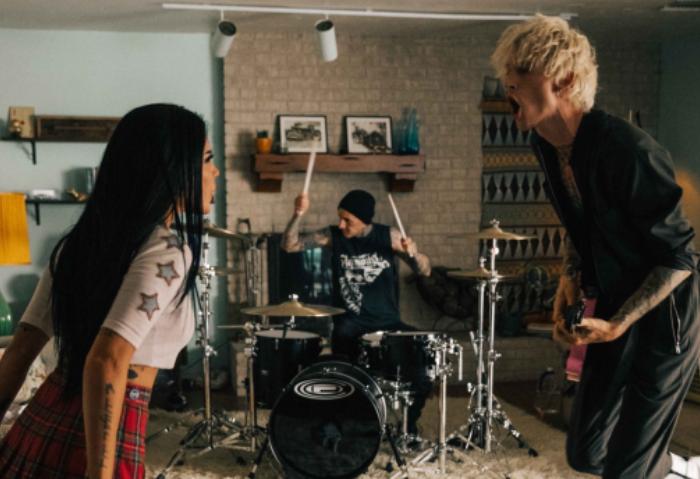 Machine Gun Kelly lanza el video de su nuevo sencillo junto a Halsey