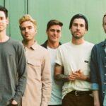 """Real Friends anuncia nuevo vocalista; estrenan sencillos """"Nervous Wreck"""" y """"Storyteller""""."""